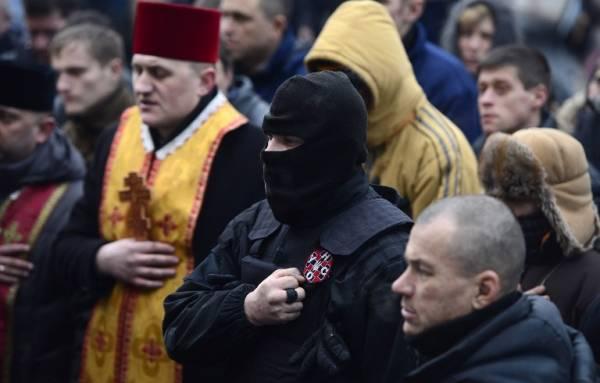 """Sacerdotes nacionalistas ucranianos de diferentes denominaciones (patriarcado de Kiev cismáticos, greco-católicos """"uniatas"""", y otras denominaciones protestantes apoyando a los nacionalistas de ultraderecha en Kiev"""