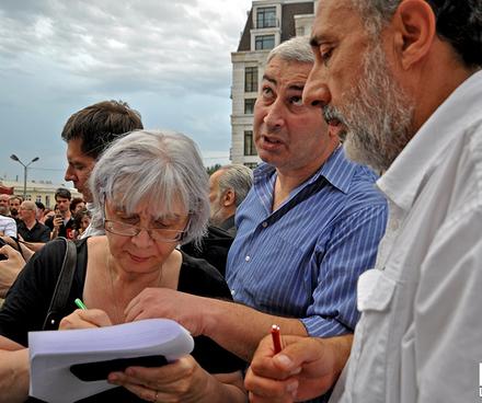 Recogida de firmas para demandar al gobierno que pare el festival