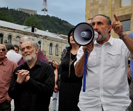 Manifestaciones populares contra el festival KaZantip demandando al gobierno la protección de los valores y tradiciones georgianos.