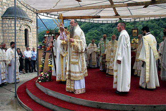 jul-2014-liturgija-na-sedamdesetogodisnjicu-genocida-u-velici-13