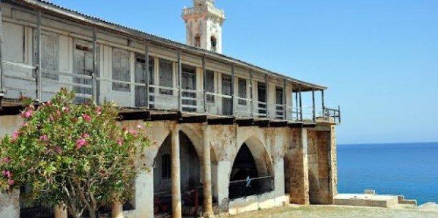 Construcción monasterio en la chipre turca