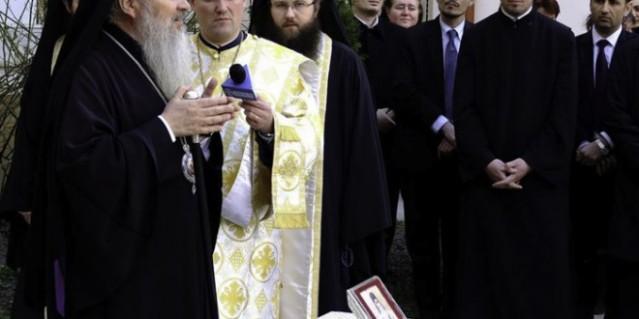ofrenda de reliquia de San Nectario en Cluj